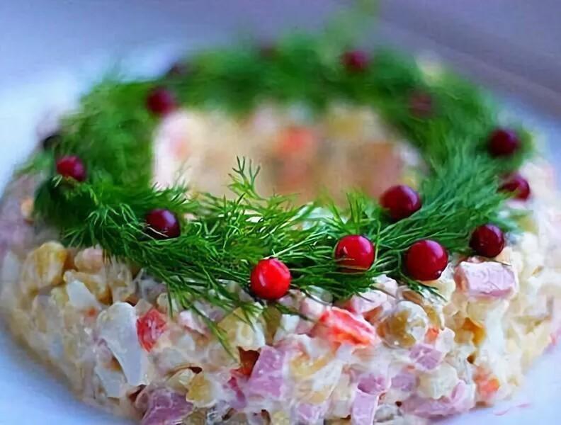 ТОП-10 лучших салатов на Новый год 2021 и советы по украшению (фото)